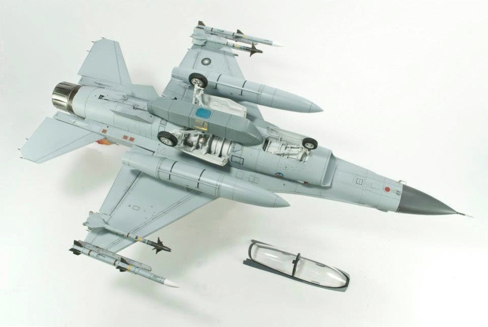 1/32 F16B (ROCAF)-INJECTION PLASTIC PARTS FROM ACADEMY