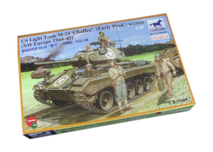 1/35 US LIGHT TANK M-24 'CHAFFEE' w/CREW (NW EUROPE 1944-45