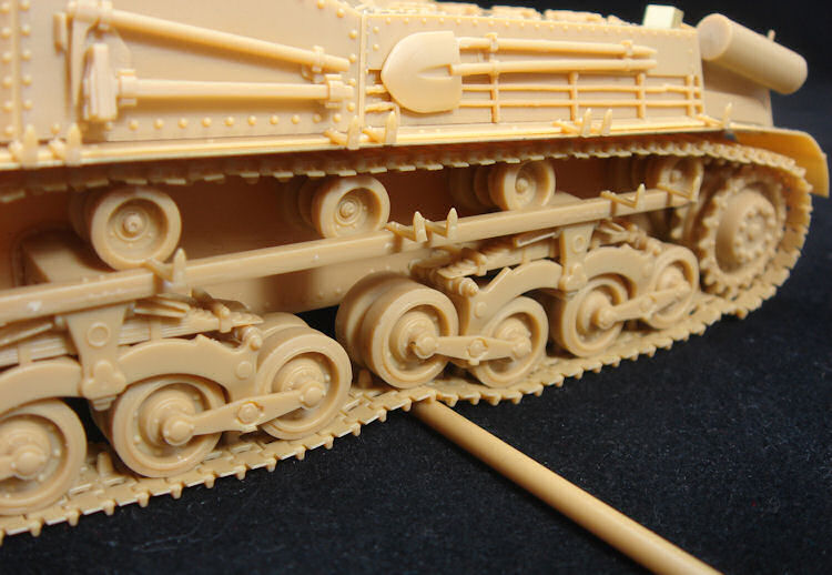 1/35 HUNGARIAN 40/43M 'ZRINYI' II 105mm ASSAULT GUN BRONCO MODELS CB35036