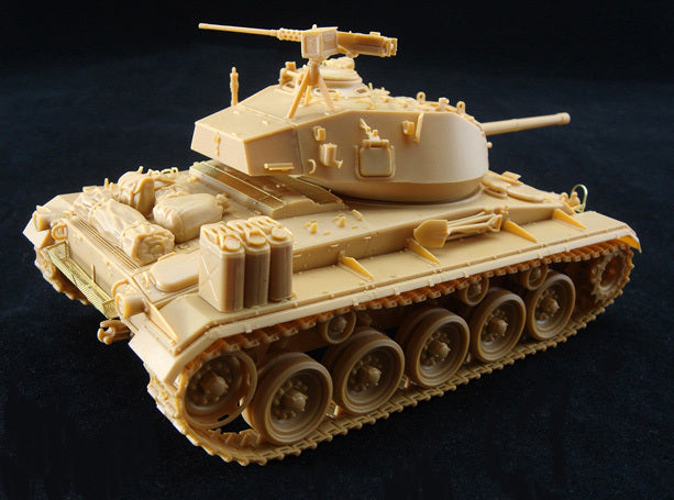 1/35 US LIGHT TANK M-24 'CHAFFEE' w/CREW (NW EUROPE 1944-45) BRONCO MODELS CB35069