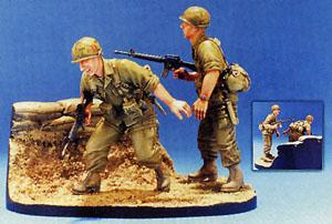 1/35 101ST AIRBORNE 1965-66-2FIGS W/BASE