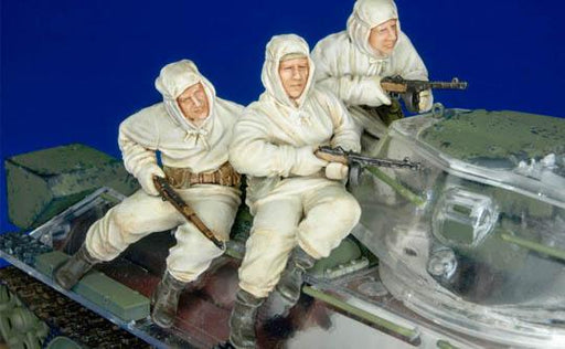 1/35 RUSSIA INFANTRY RIDING WITH 6-34 (WINTER) I -3 FIGURES