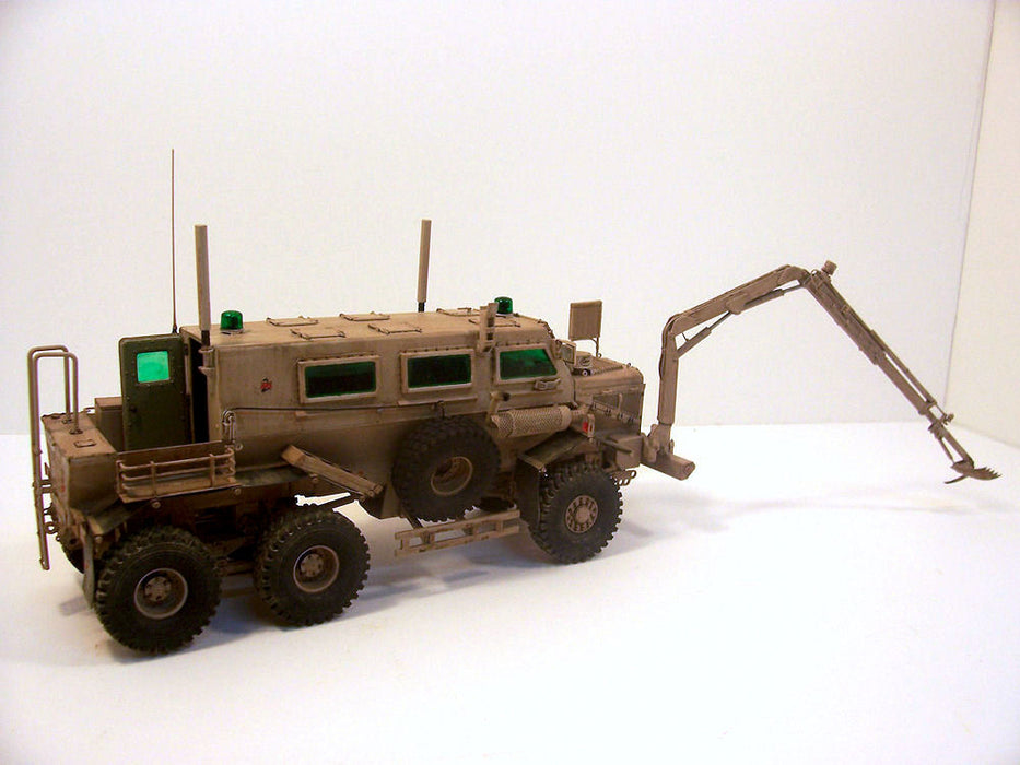 "1/35 ""BUFFALO"" 6X6 MPCV (2004-2006 PRODUCTION)"