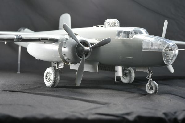 "1/32 B-25 J MITCHELL ""STRAFER"" HONG KONG MODEL 01E002"