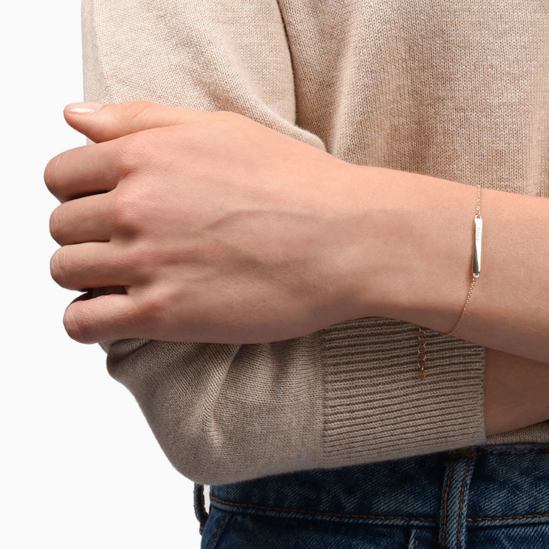 Engravable Bar Bracelet - Mejuri