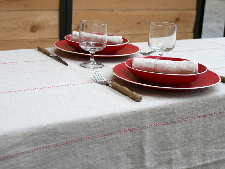 Charvet Éditions Rythmo Rouge Table Collection