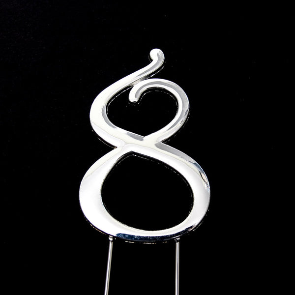Metal cake topper with the number 8 in Silver