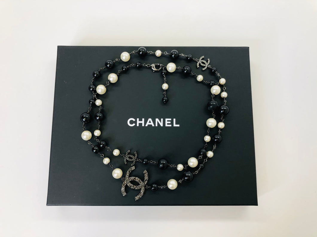 CHANEL Long Chain and Pearl Necklace