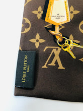 Load image into Gallery viewer, Louis Vuitton Monogram Confidential Bandeau