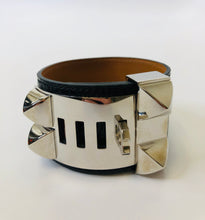 Load image into Gallery viewer, Hermès Black Shiny Alligator and Palladium Plated Collier de Chien Bracelet size Small