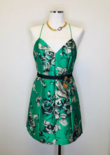 Load image into Gallery viewer, Alice + Olivia Kelly Multi Floral Dress Size 4