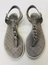 Load image into Gallery viewer, CHANEL Grey and Ivory Chain Thong Sandals Size 40 1/2