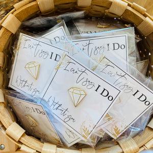 "Anstecker Diamant auf Karte ""I can't say I do without you"""