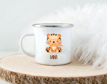 Laden Sie das Bild in den Galerie-Viewer, Emaille Kinderbecher mit Namen und Tier Safari - Tasse Emailletasse Kindertasse Becher personalisiert