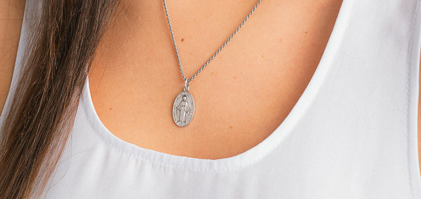 Miraculous Medal: 5 Reasons to Wear it