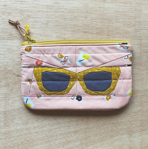 vintage frames pouch - floral shades
