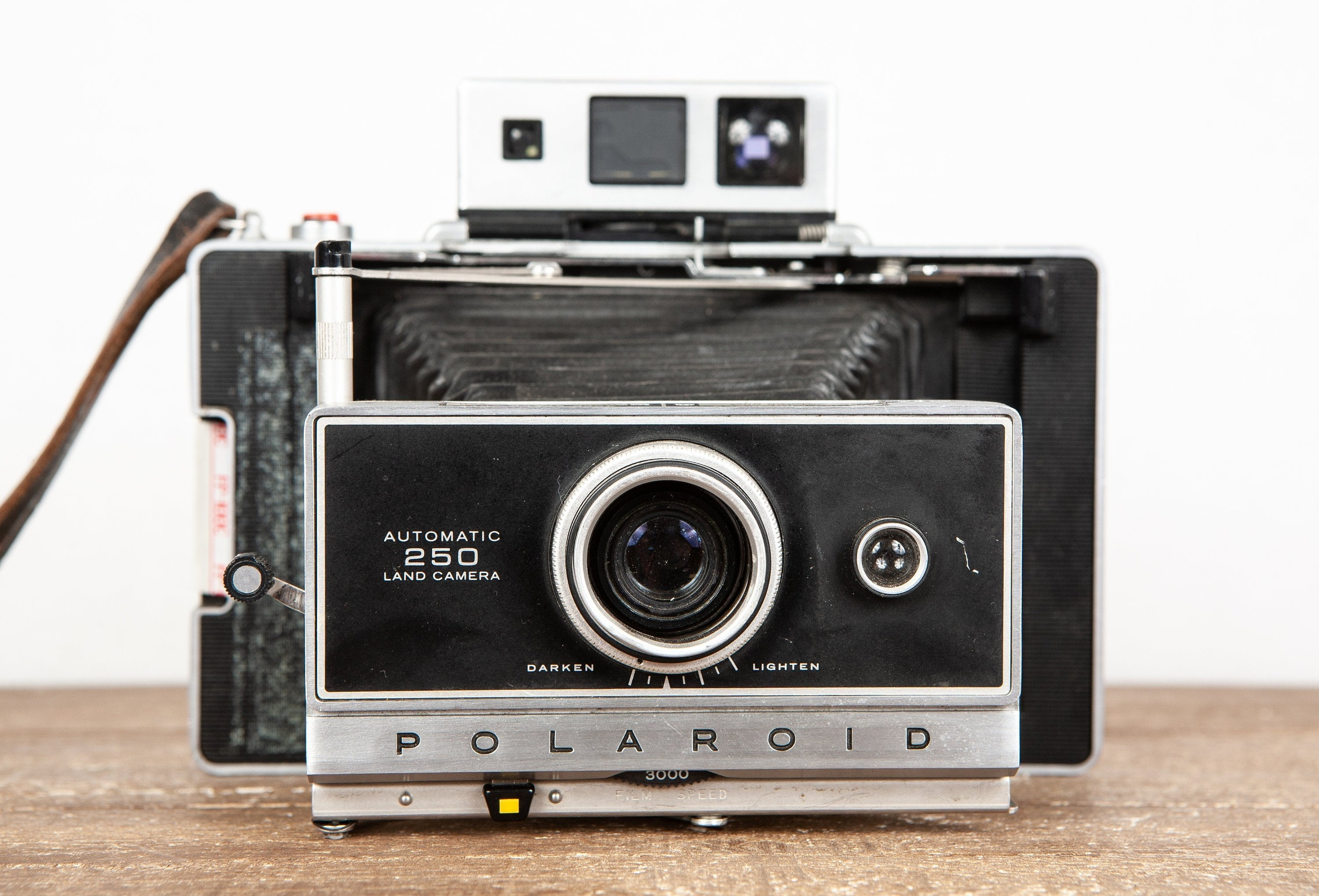 coolvintagecameras - Polaroid 250 Instant Land Camera in Good Condition - CoolVintageCameras - Camera
