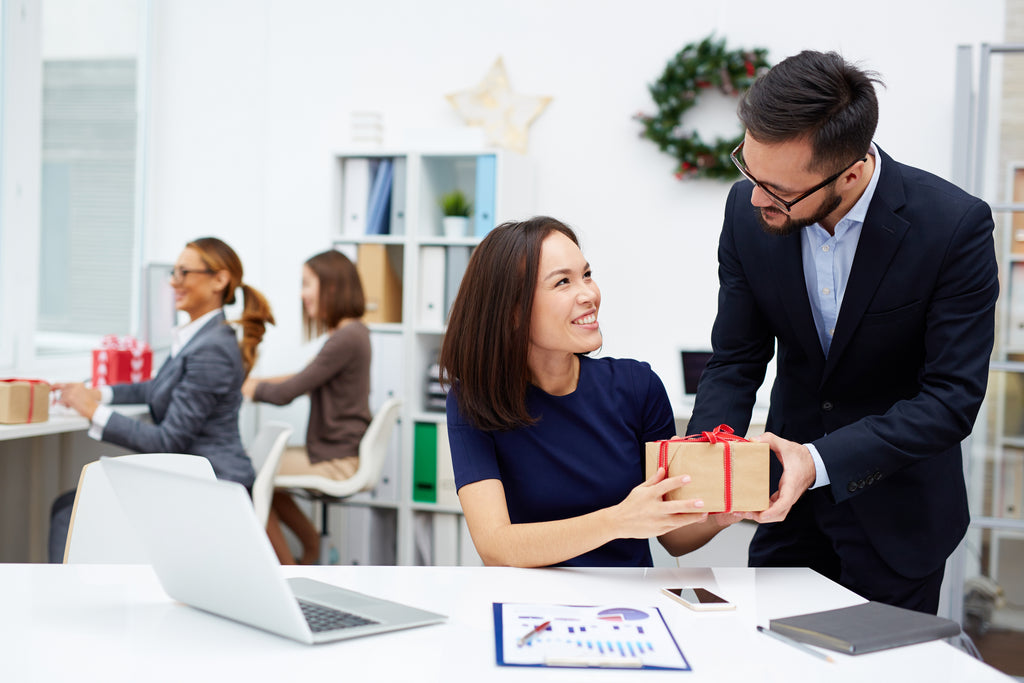 Business Etiquette for Gift Giving: 10 Dos and Don'ts