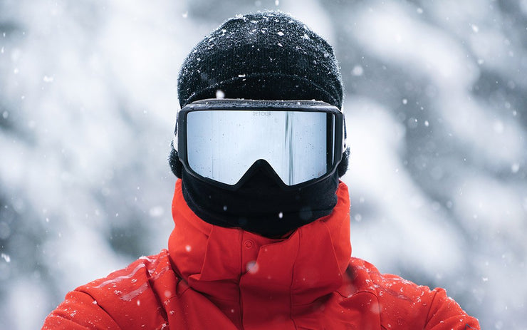 A men wears best Axis Snow Detour goggles