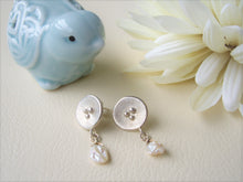 Load image into Gallery viewer, Round Silver Dangle Earrings With Keshi Pearl, Poppy Artisan Jewelry.