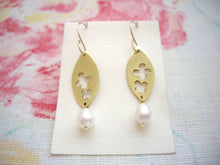Load image into Gallery viewer, Flower in Gold Leaf Metal Plate Earrings with Pearl
