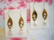 Load image into Gallery viewer, Flower in Gold Leaf Metal Plate Earrings with Pearl.