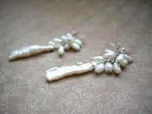 Load image into Gallery viewer, Biwa Pearl and Rice Pearls Cluster Wedding Earrings