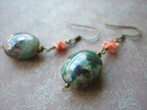 Green Natural Stone Vintage Look Antique Bronze Earrings.