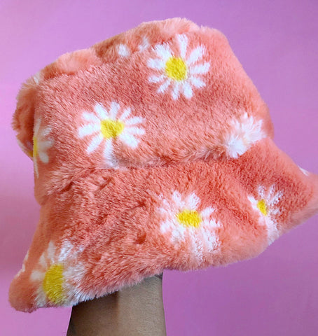 Peach daisy hat