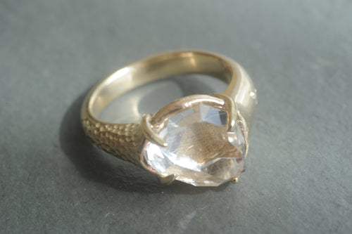 18K yellow gold with rough cut diamond