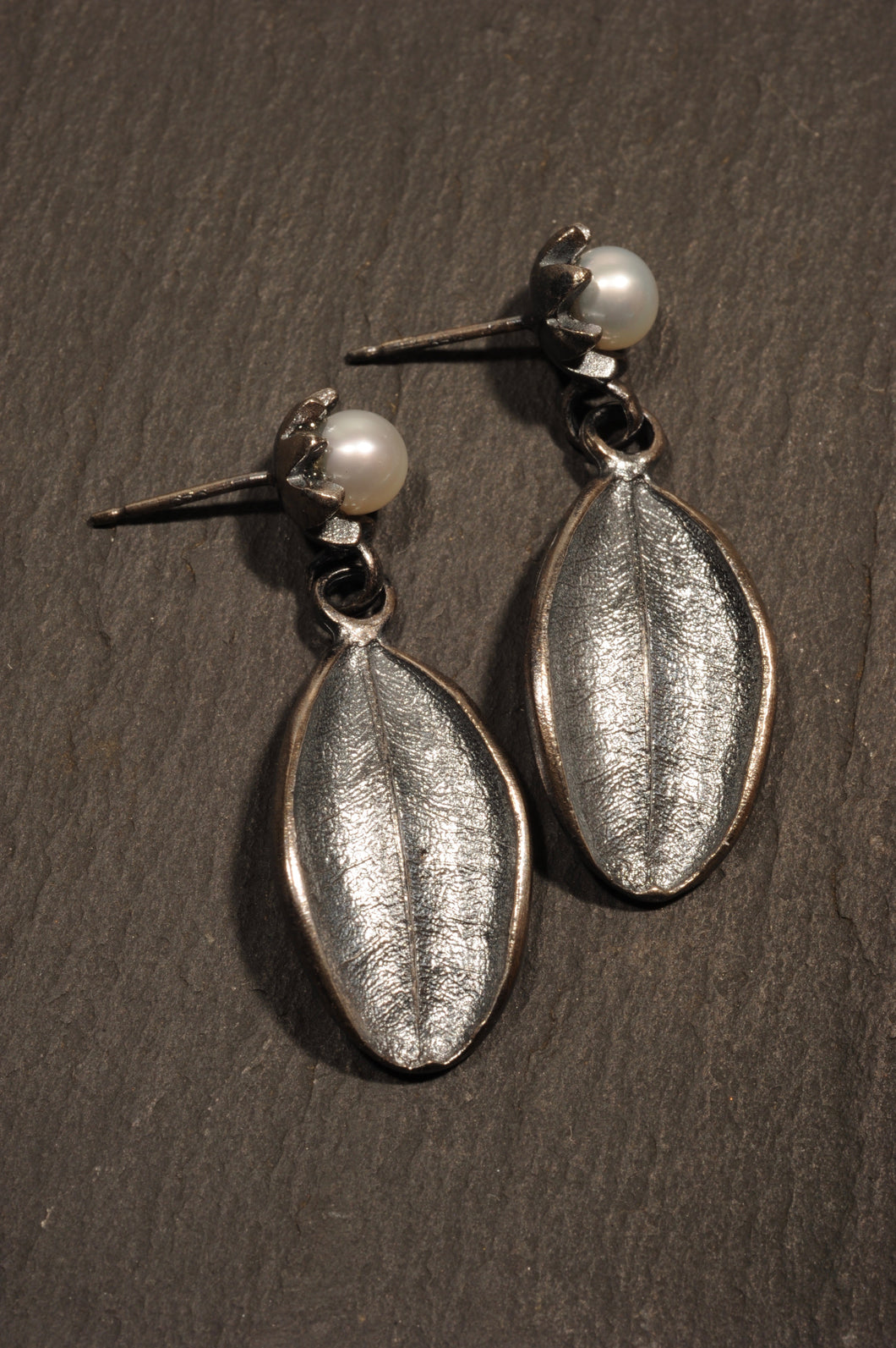 laurel earrings with flores