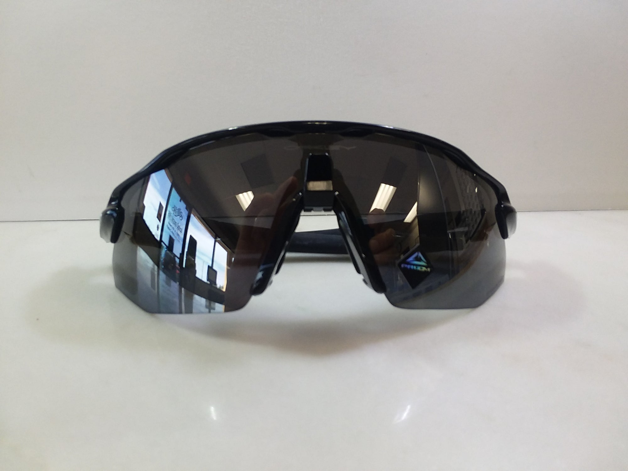 Oakley / Color / Gloss Black / Style / Polarized Radar EV /