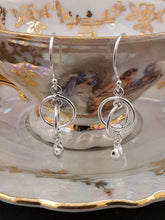 Load image into Gallery viewer, 925 Sterling Silver Interlinked Circle Drop Earrings with Heart