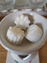 Load image into Gallery viewer, The Perfect Wax Candle Co. Hand Poured Rhubarb & Custard Soy Wax Melts - 6pk