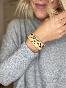 Magnetic animal print bracelet
