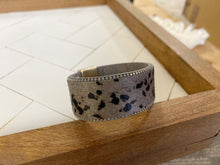 Load image into Gallery viewer, Magnetic animal print bracelet