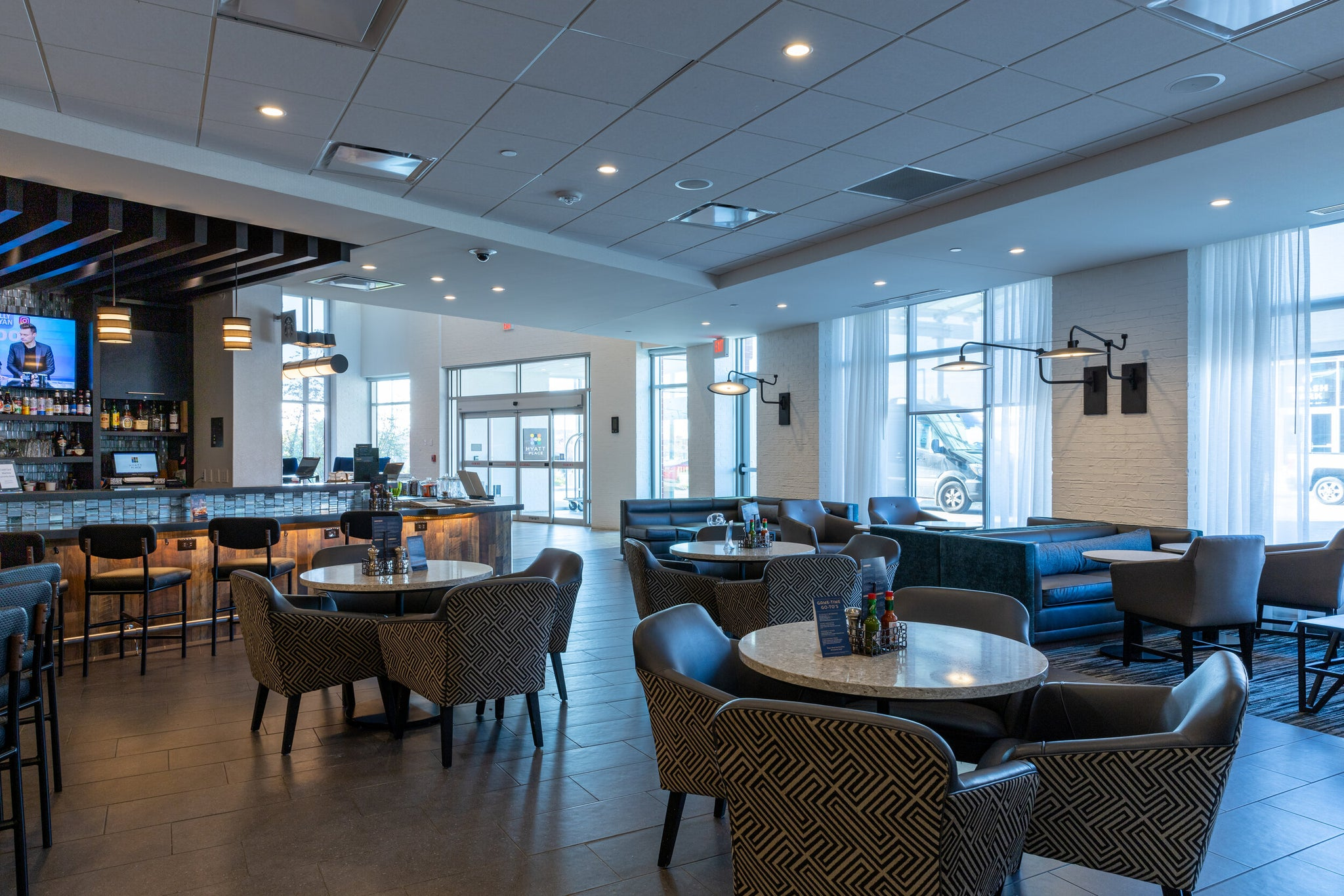 Hyatt Place bar and dining area