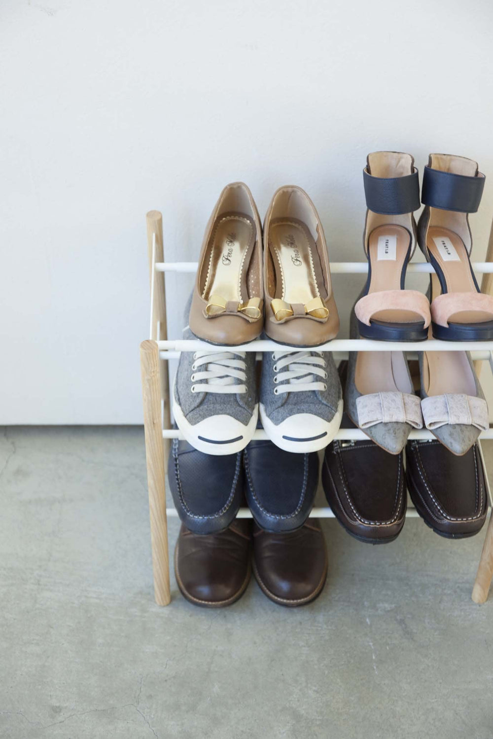 Yamazaki's three-level shoe rack filled with shoes, seen from the front.