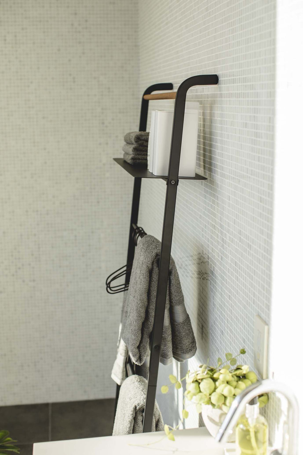 Yamazaki Leaning Ladder With Shelf