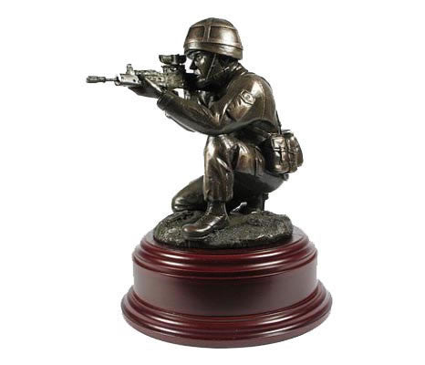 F08 - Figurine Kneeling Shooting Soldier Helmet RLC