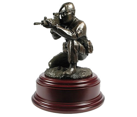 F9 - Figurine Kneeling Shooting Solider with Beret