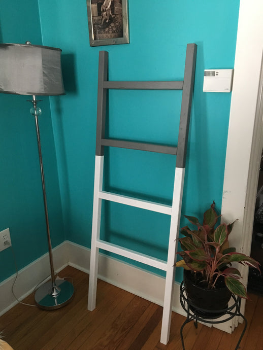 White/Grey Blanket Ladder