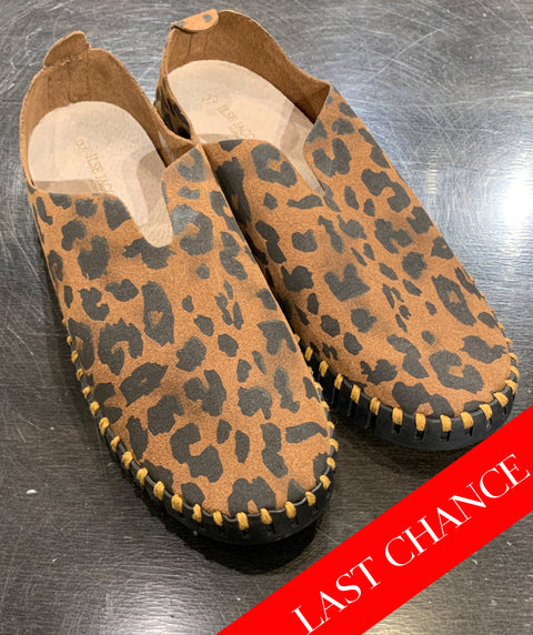 leopard slip on shoe sizes: 6 & 7