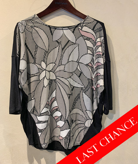 ABSTRACT FLORAL DOLMAN SLEEVE TEE SIZE 6