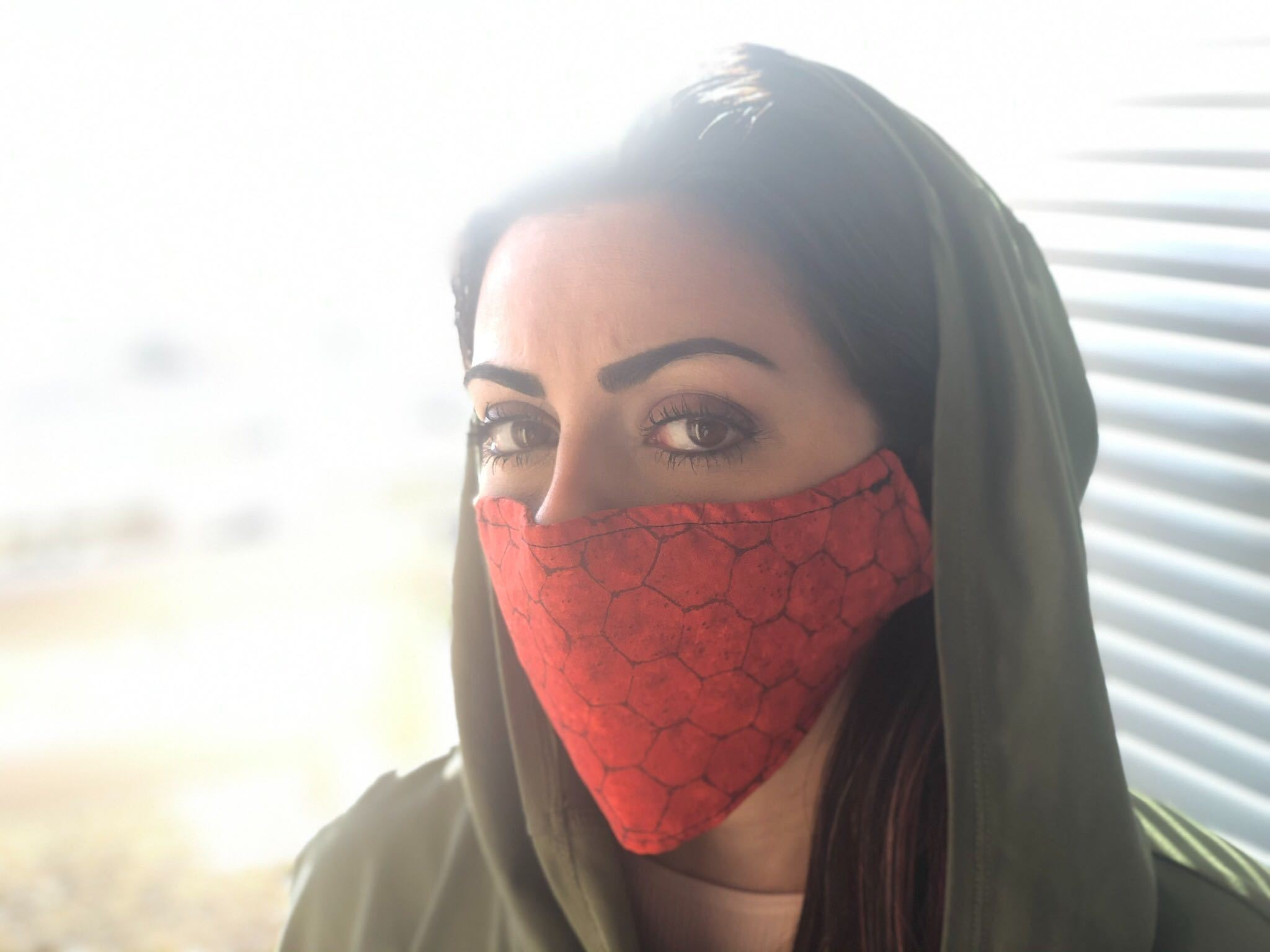 Red Sheek face mask model picture