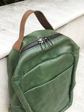 Load image into Gallery viewer, Daniele Basta/Green horse leather backpack - OBEIOBEI