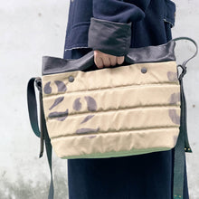 Load image into Gallery viewer, Delle Cose/Military Green Canvas Bag - OBEIOBEI