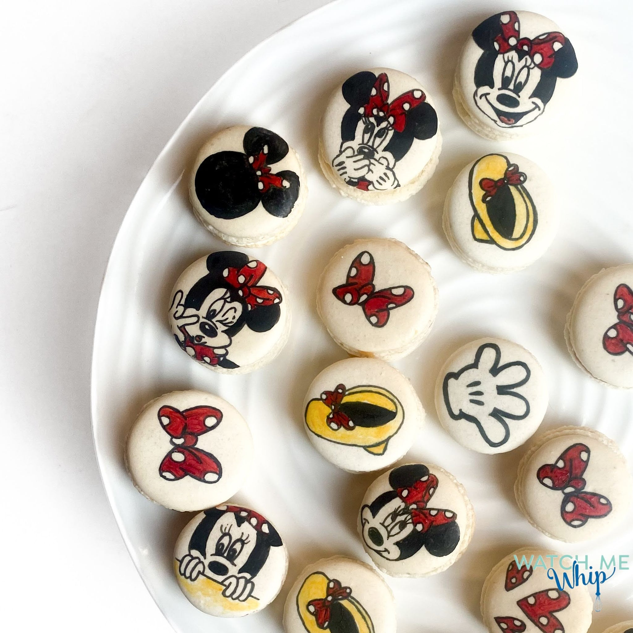 Minnie Mouse macarons, mickey