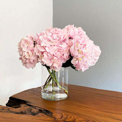 The Palesa Bouquet includes 6 large stems of lush Hydrangea blooms.  Size: +-45cm wide (Top view).