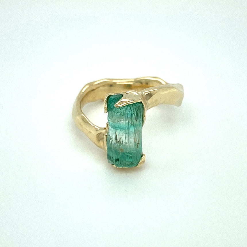 Australian emerald & 9ct gold ring